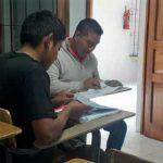 Estudiantes con sus libros