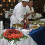 Mujeres en práctica de cocina profesional